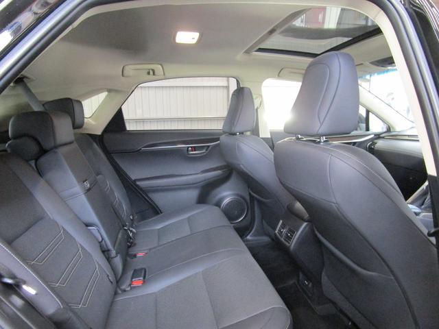 NX300h バージョンL サンルーフ 革エアーシート 三眼LEDヘッドライト 後席パワーシート プリクラッシュセーフティー パノラミックビューモニター ブラインドスポットモニター パワーバツクドア ワンオーナー(15枚目)