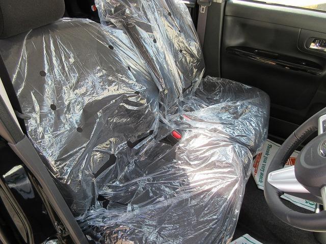 届出済未使用車の為、新車のシートカバーがかかったままです!!