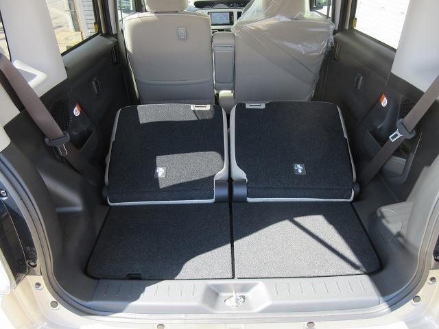 席を倒すとこんなに荷物を載せるスペースを確保することが可能です!!