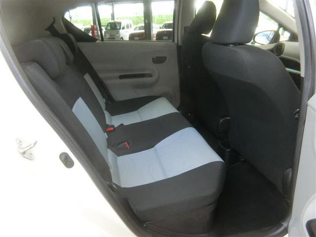リヤシートは座面を長くし、ゆとりある着座姿勢を保ち、快適な座り心地になるように設計しています。