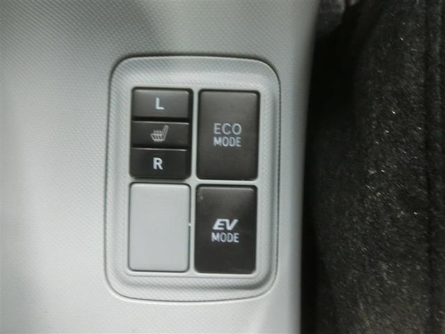 「燃費優先のECOモード」「モーターのみで静かに走行が出来るEVモード」と走りを選べる2つのスイッチが付いています。