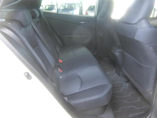 リヤシートはクッション性の向上や接触面積を広げることで、長時間座っていても疲れにくく、快適な座り心地です。