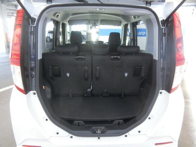 幅広いバックドア開口部と低い荷室フロア高で、重い荷物も楽に積み下ろしができます。