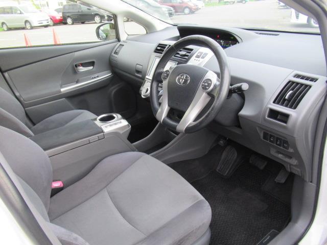 運転席、助手席はリクライニングすると横になってくつろげるのでリラックスできる空間になります♪