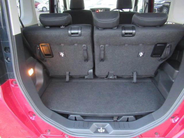 リヤシートを前方にダイブイン格納させると、大きな物や丈の長い荷物を積載できます☆