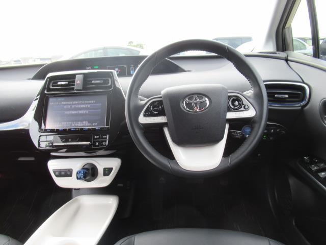 エコドライブモード、EVドライブモードの2つのモードスイッチで走りを選べます☆
