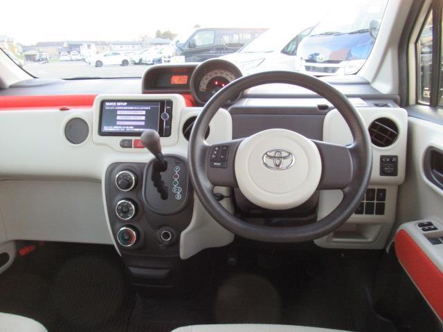 運転席・助手席間だけでなく、前後席の間にも人がすっと通れるスペースがあります♪