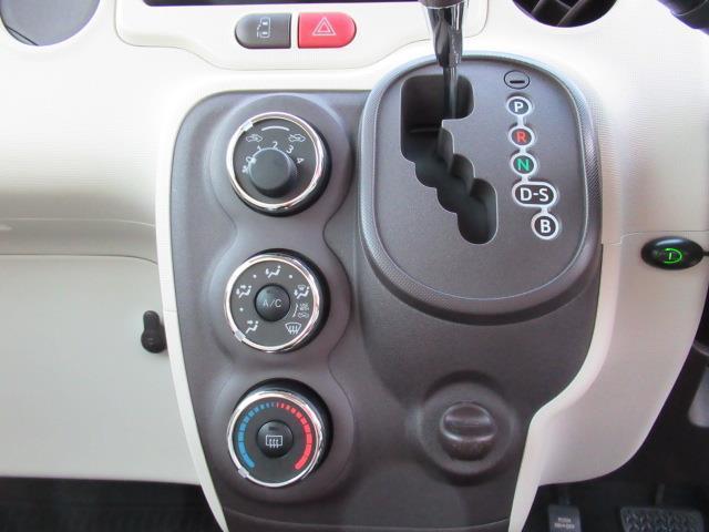 運転中、自然な動きで操作できるように考慮して、ステアリングに近いポジションにシフトレバーが配置されています♪