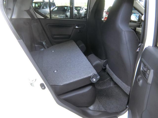 ラゲージスペースは乗車モードでもしっかり確保してありますが、たくさん荷物を積む時は、可倒式になっている背もたれを倒すことで更に広くなります。