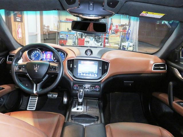 マセラティ マセラティ ギブリ S 21inチターノホイール クオイオレザー サンルーフ