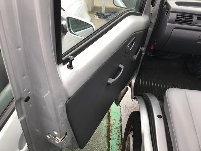 TB 4WD 5速マニュアル車 ホロ付運手席のみエアバッグ付(20枚目)