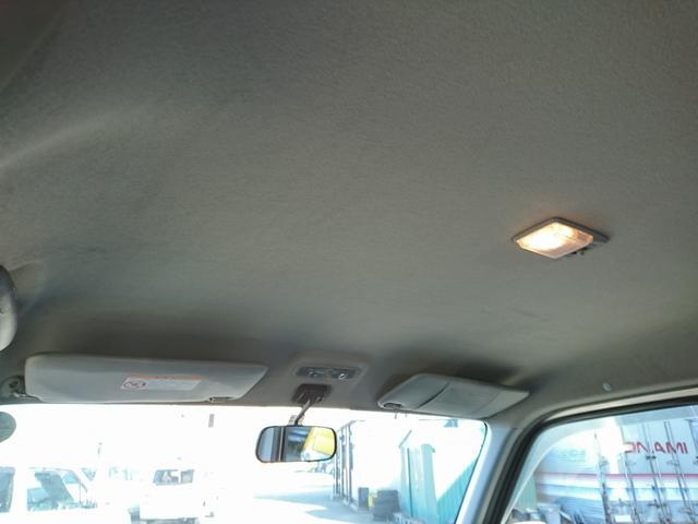天井です。中ほどから前方に向けての画像です。