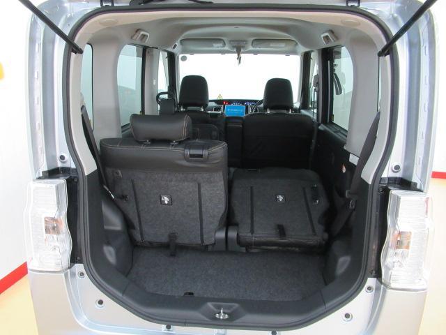 後ろからシートを倒せば大きい荷物も載せられます!