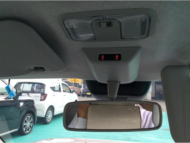 ルームランプの下にシートベルトのランプが点灯します。