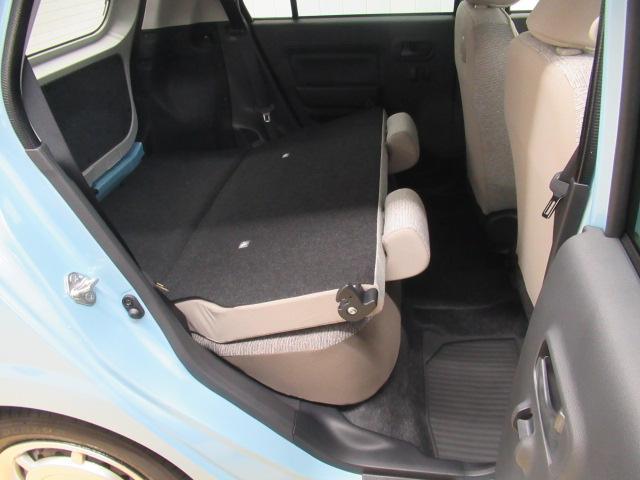 後部座席を倒すと大きな荷物も載せられます