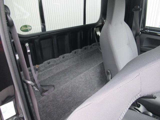 座席の後ろにゆとりがあります