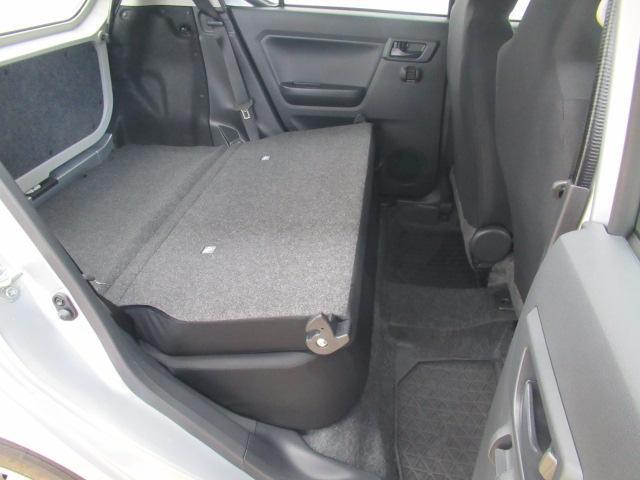後席を倒すとラゲージスペースを拡大出来ます