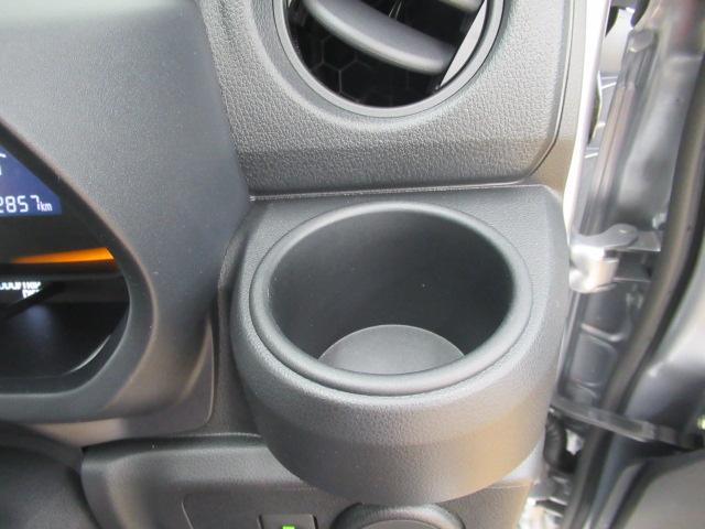 運転席側のドリンクホルダーです