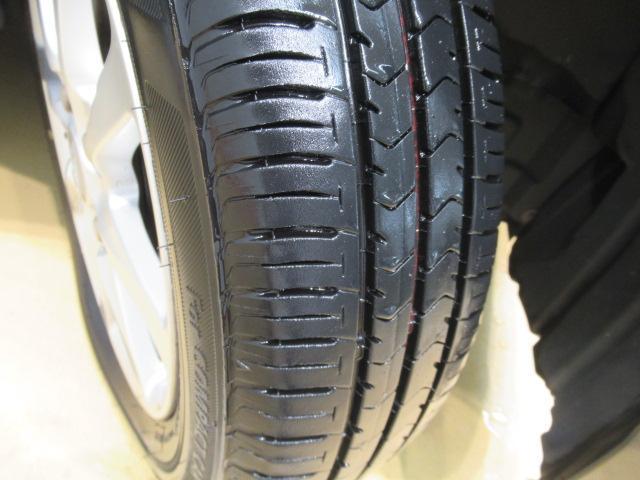 タイヤの溝の写真です