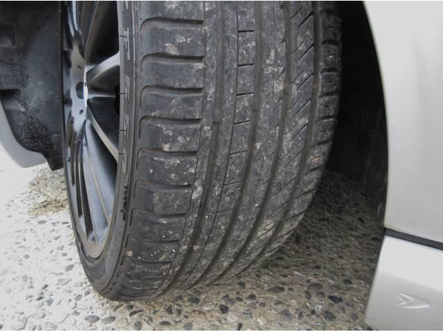 タイヤの目はまだ十分に残ってます、ご安心ください。