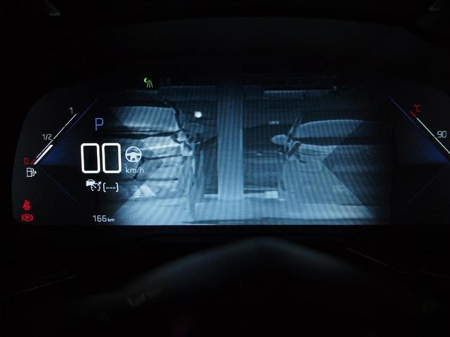 オプション設定のナイトビジョンが付いています。フロントグリルの赤外線カメラで歩行者を検出し、ディスプレイでお知らせします