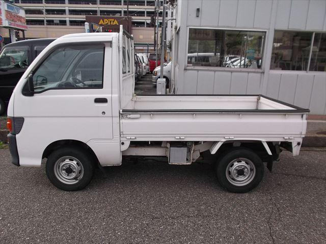 ダイハツ ハイゼットトラック スペシャル 4WD 5速マニュアル ラジオ