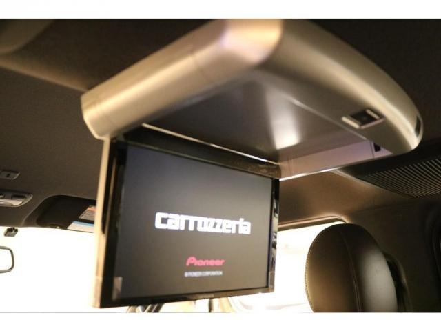 【フリップダウンモニター】カロッツェリア製を搭載☆後部座席の方も映像を楽しめます♪