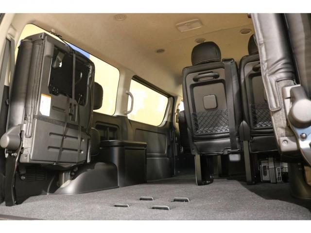 3列目まで人を乗せても充分荷室スペースを確保できる広さがあります♪