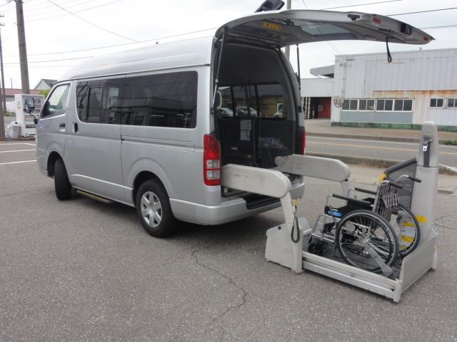 トヨタ レジアスエースバン 4WD ウェルキャブ 9人乗り 車いす2基