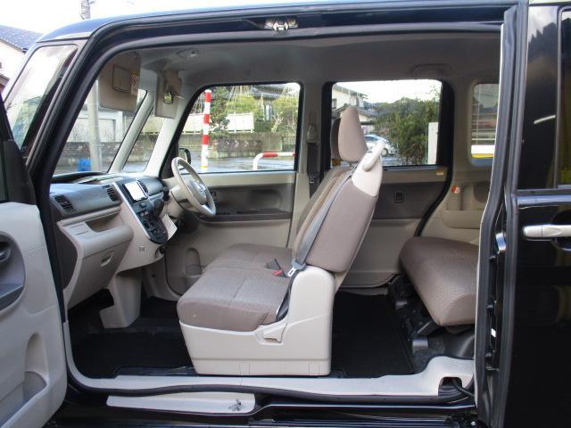 助手席側はピラーレス!開口部が広く、乗り降りが便利です。