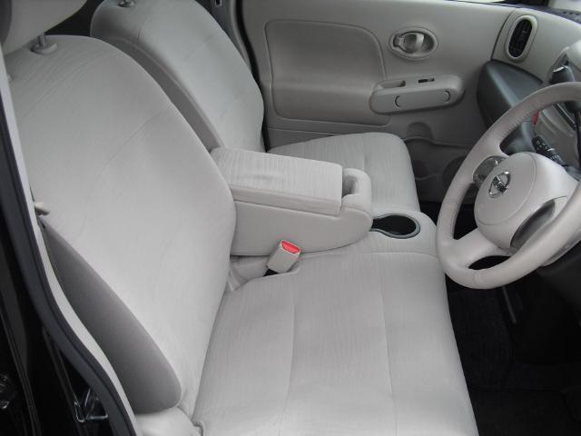 ドライバーの方と助手席の方が座るシートです。