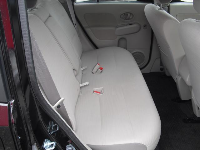 後部座席も当然、綺麗、清潔に仕上げております。