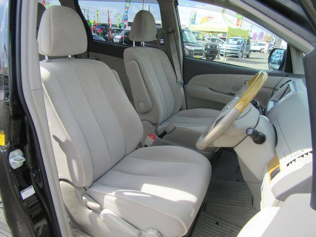 デュアルパワースライドドア(イージークローザー・挟み込み防止機能付)、有料道路自動料金支払いシステムETCユニット、サードシートにセンターアームレスト・上下調整式リヤヘッドレスト(中央席)を特別装備