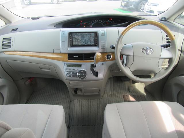 今回の特別仕様車「Gエディション」は、アエラス(2.4L・7人乗り)をベースに内装色をグレージュにし、ステアリングホイール・シフトレバー&ノブ・インストルメントパネルに茶木目調加飾を施した