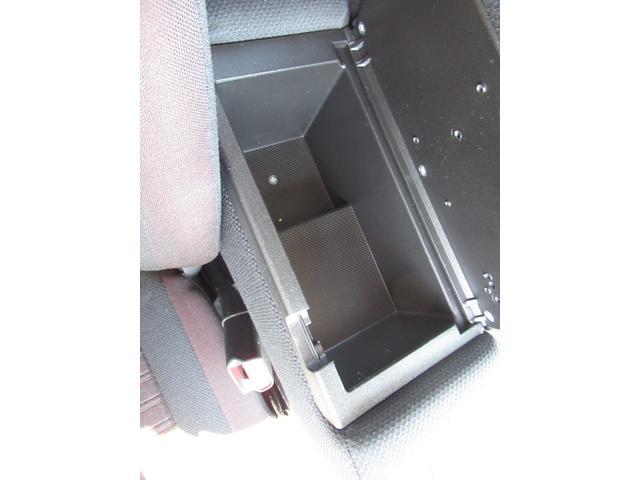 ハイブリッドT 禁煙車 SDナビ フルセグTV Bluetooth バックカメラ ETC 衝突軽減 レーンアシスト クルーズコントロール シートヒーター ヘッドアップディスプレイ Pスタート LEDライト&フォグ(41枚目)