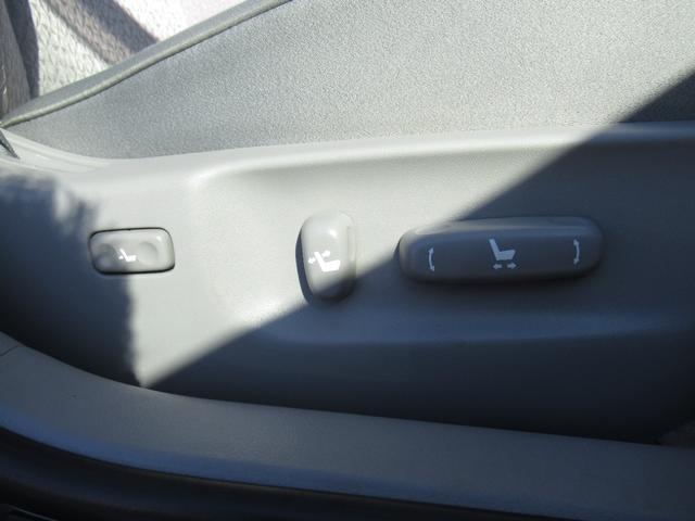 ロイヤルサルーンi-Four 4WD 寒冷地 後期型 禁煙車 1オーナー 走行33550KM BS夏&BS冬タイヤセット Bluetoothオーディオ対応HDDナビ Bカメラ ETC ウッドステア 横滑防止 スマート&Pスタート(5枚目)