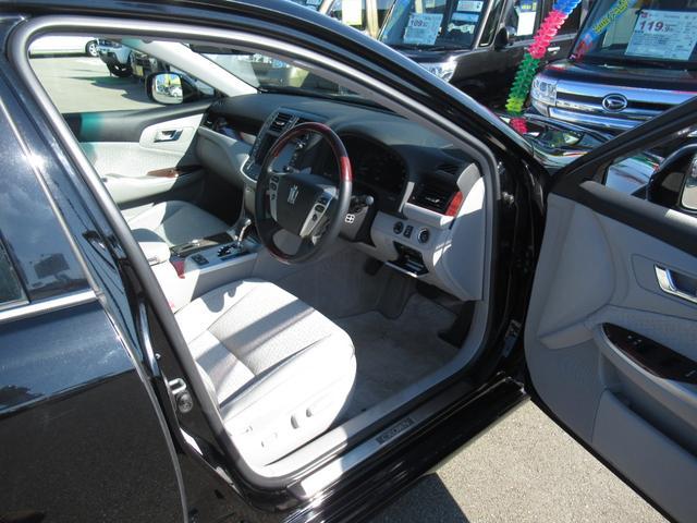 ロイヤルサルーンi-Four 4WD 寒冷地 後期型 禁煙車 1オーナー 走行33550KM BS夏&BS冬タイヤセット Bluetoothオーディオ対応HDDナビ Bカメラ ETC ウッドステア 横滑防止 スマート&Pスタート(13枚目)