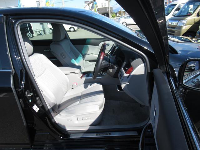 ロイヤルサルーンi-Four 4WD 寒冷地 後期型 禁煙車 1オーナー 走行33550KM BS夏&BS冬タイヤセット Bluetoothオーディオ対応HDDナビ Bカメラ ETC ウッドステア 横滑防止 スマート&Pスタート(14枚目)