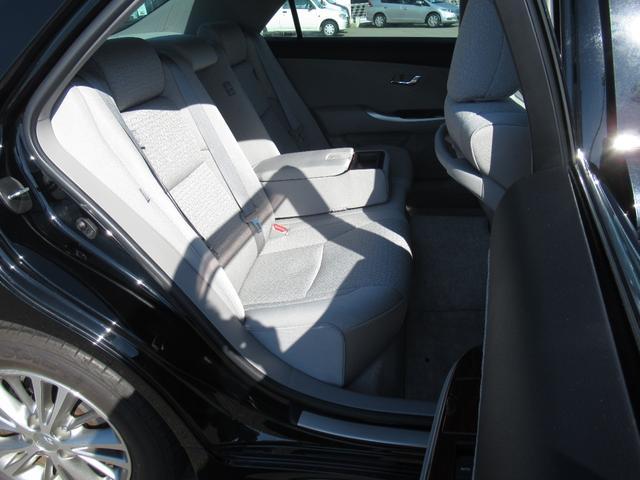 ロイヤルサルーンi-Four 4WD 寒冷地 後期型 禁煙車 1オーナー 走行33550KM BS夏&BS冬タイヤセット Bluetoothオーディオ対応HDDナビ Bカメラ ETC ウッドステア 横滑防止 スマート&Pスタート(16枚目)