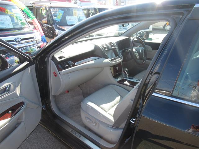ロイヤルサルーンi-Four 4WD 寒冷地 後期型 禁煙車 1オーナー 走行33550KM BS夏&BS冬タイヤセット Bluetoothオーディオ対応HDDナビ Bカメラ ETC ウッドステア 横滑防止 スマート&Pスタート(17枚目)