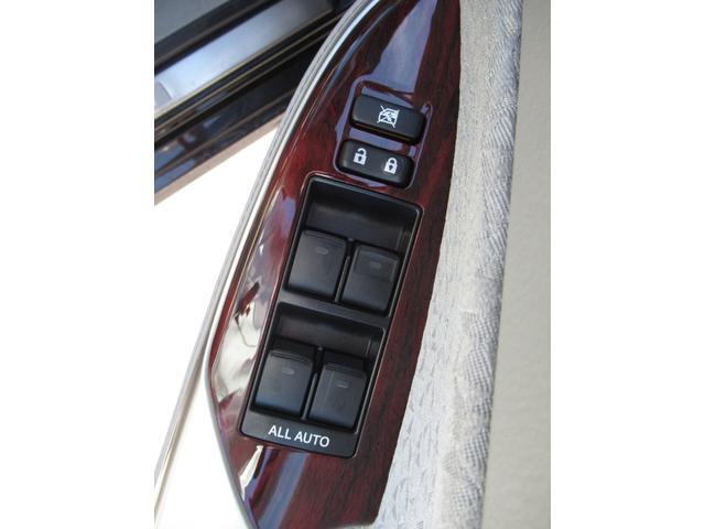 ロイヤルサルーンi-Four 4WD 寒冷地 後期型 禁煙車 1オーナー 走行33550KM BS夏&BS冬タイヤセット Bluetoothオーディオ対応HDDナビ Bカメラ ETC ウッドステア 横滑防止 スマート&Pスタート(38枚目)