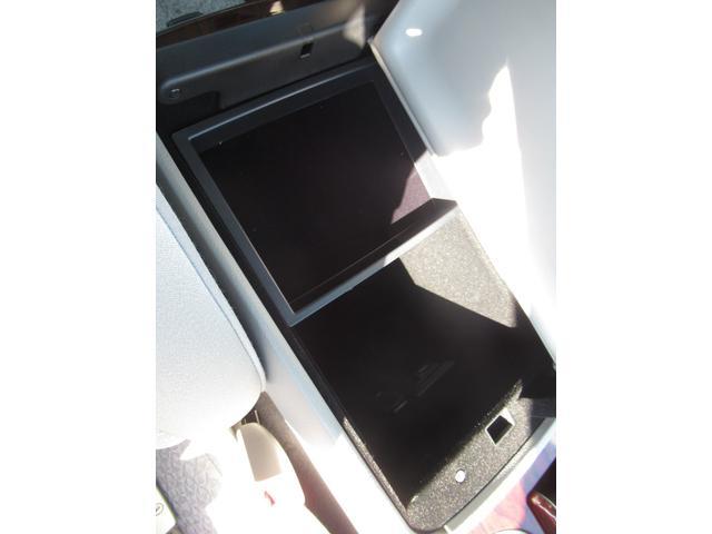 ロイヤルサルーンi-Four 4WD 寒冷地 後期型 禁煙車 1オーナー 走行33550KM BS夏&BS冬タイヤセット Bluetoothオーディオ対応HDDナビ Bカメラ ETC ウッドステア 横滑防止 スマート&Pスタート(40枚目)