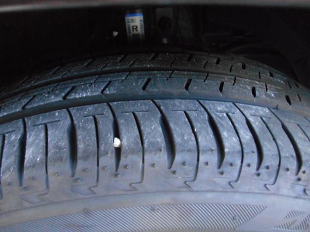 タイヤの残り溝はこんな感じ。