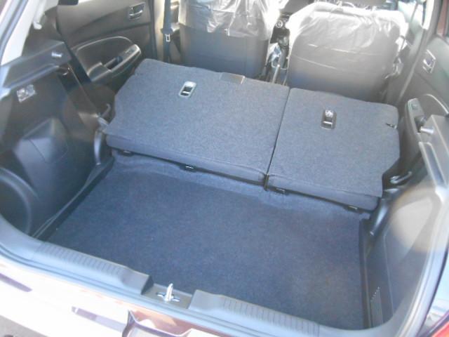 シートを倒すと、大きな荷物も積めます♪