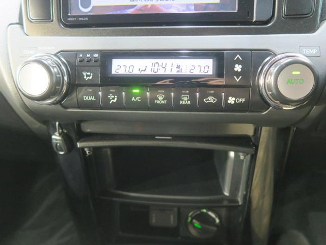 【デュアルエアコン】左右独立エアコンになっておりますので、運転席側と助手席側で異なる温度の風を出すことが可能ですので、隣の人に気を使わなくても大丈夫!