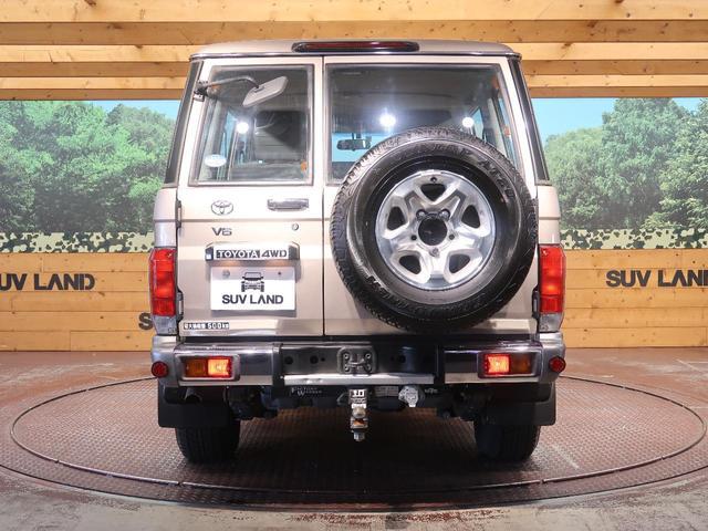 バン 5速MT 4WD ETC キーレス 背面タイヤ 純正16AW 電動デフロック パワーウィンドウ リアヒーター(18枚目)