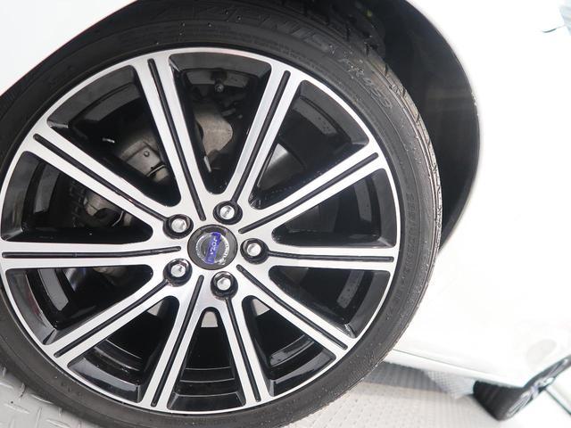 T6 AWD専用にデザインされた純正18インチアルミを装着しております!当店では冬用タイヤの取り扱いやタイヤホテルもご用意しておりますので、遠慮なくご相談くださいませ。