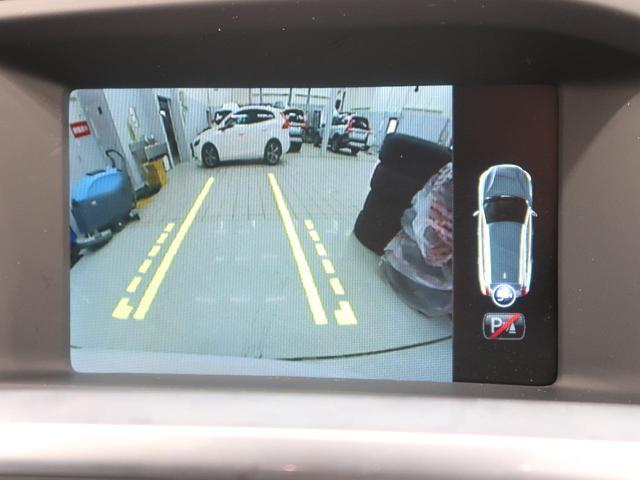 便利なバックビューカメラを装備し、ステアリング舵角に合わせたガイドライン表示もおこないます。女性オーナー様からも好評のCTA(クロストラフィックアラート)も装備され見えない死角からの危険も警告します!