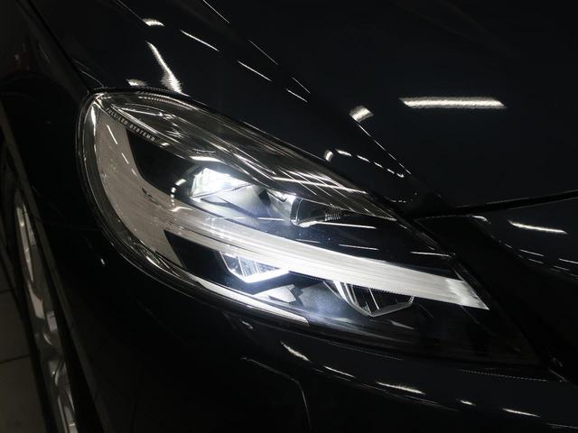 ◆アクティブLEDヘッドライト『こちらの2018年モデルよりデイライト機能が追加されました。北欧神話に登場するトールハンマーをモチーフにデザインされたまったく新しいボルボを象徴するヘッドライトです。』