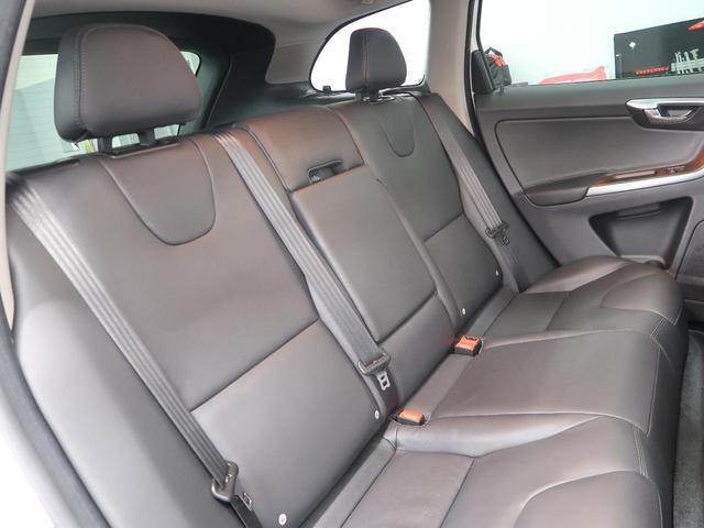 VOLVOのシート形状は人間工学に基づいた設計となっており、長時間の運転でも疲れにくいと定評があります。当店では事前のご予約で試乗も可能となっておりますので、ぜひご体感いただき、ご納得のうえご検討くだ